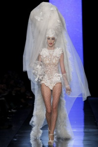 le_d__fil___jean_paul_gaultier_printemps___t___2014_haute_couture__685506423_north_499x_white