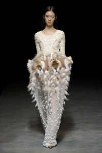 yiqing_yin_printemps___t___2014_haute_couture___838967753_north_499x_white