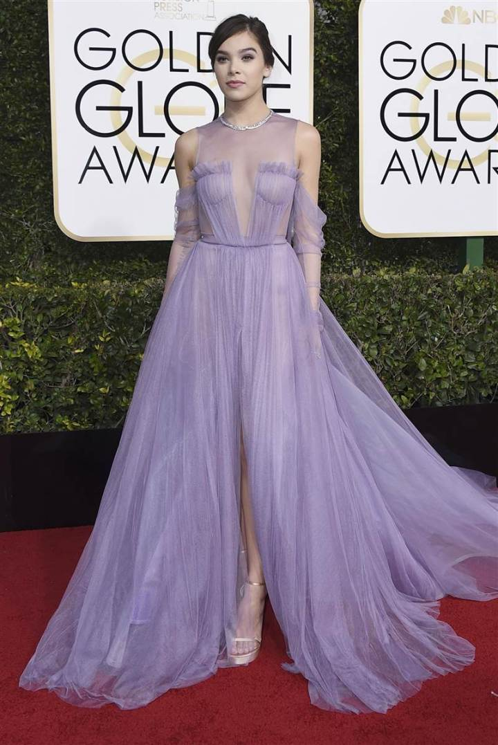 golden-globes-hailee-steinfeld-today-170108_db7f5db0fd223b65eeaab8591b5dc641-today-inline-large2x