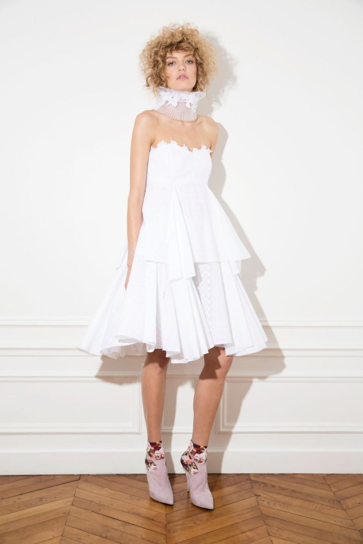 i'd never fall again dress in white cotton broderie anglaise