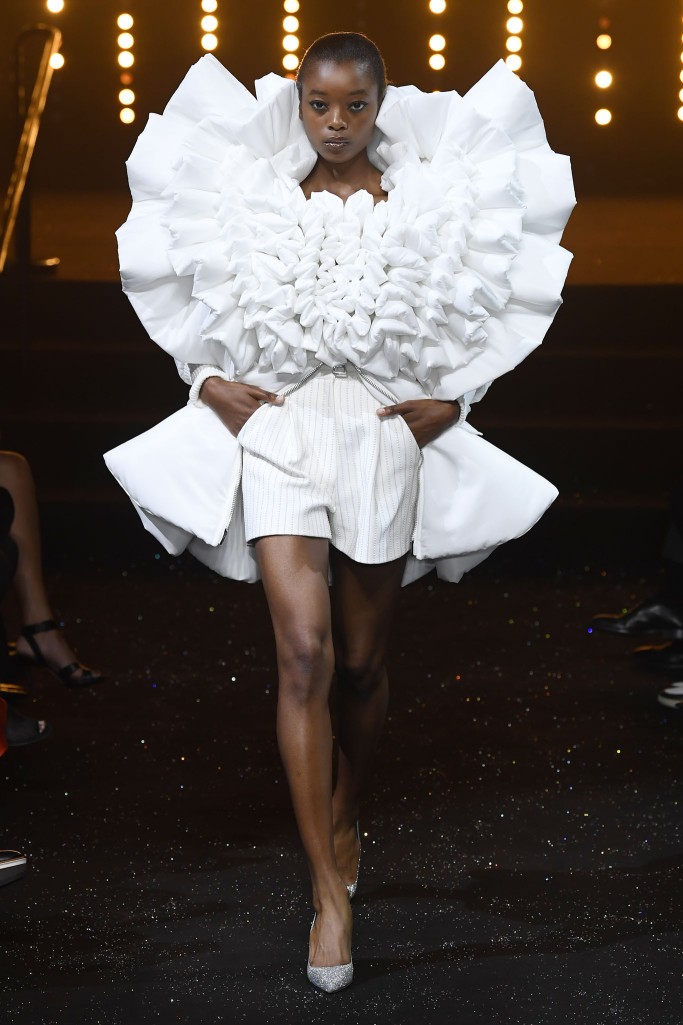 Viktor & Rolf Couture Fall 2018 Paris Collection